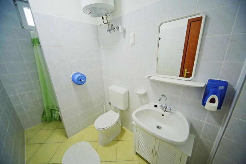 4 fős apartman fürdője.