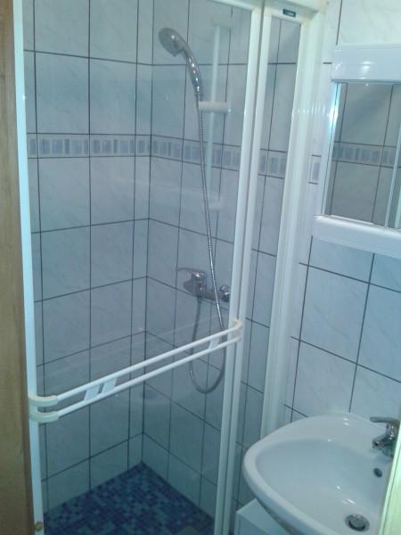 4 személyes szoba fürdője