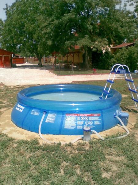 3 m átmérőjű kerti medence