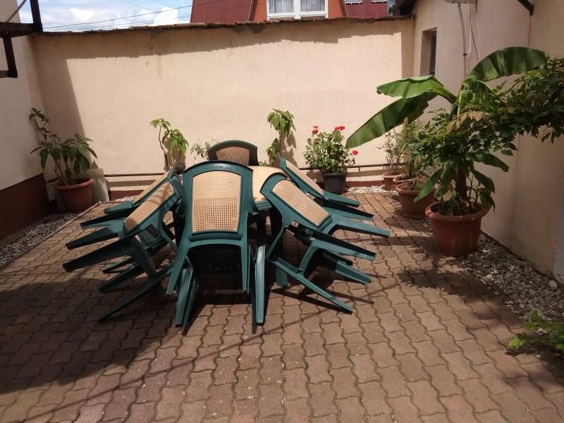 Kerti asztal és székek