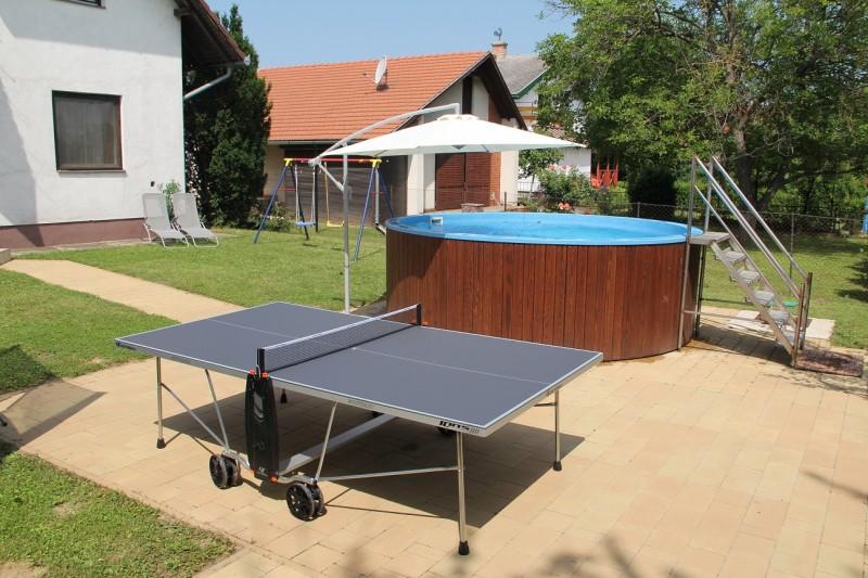 Ping-pong, medence, kert