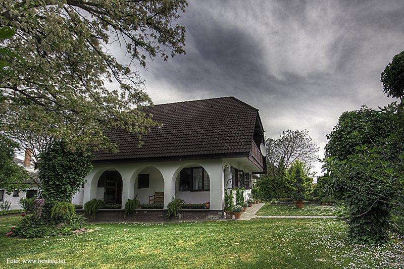 Ház nyugati oldala