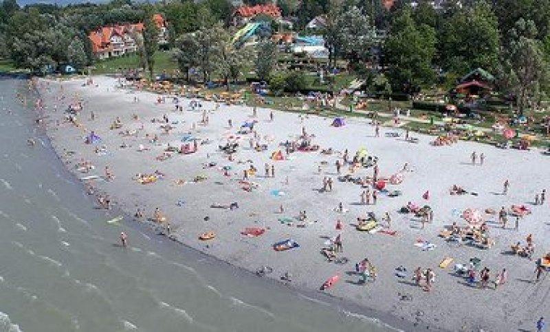 A homokos-lidós strand.